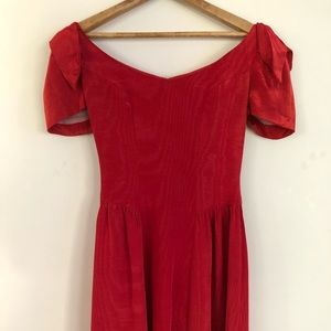 Dresses & Skirts - Beautiful vintage red dress